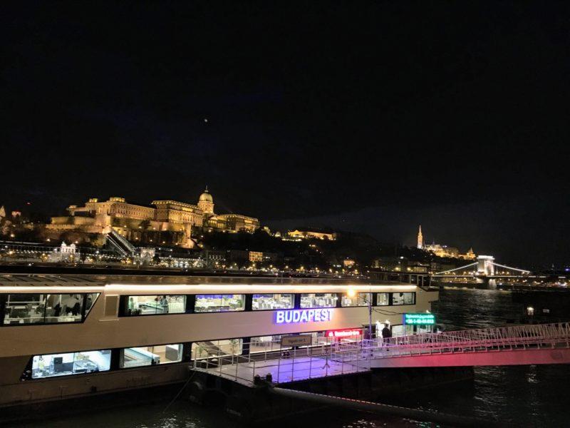 ブダペストのクルーズ船