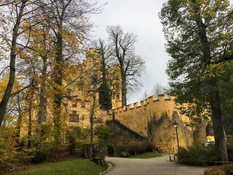 直近で見るホーエンシュヴァンガウ城