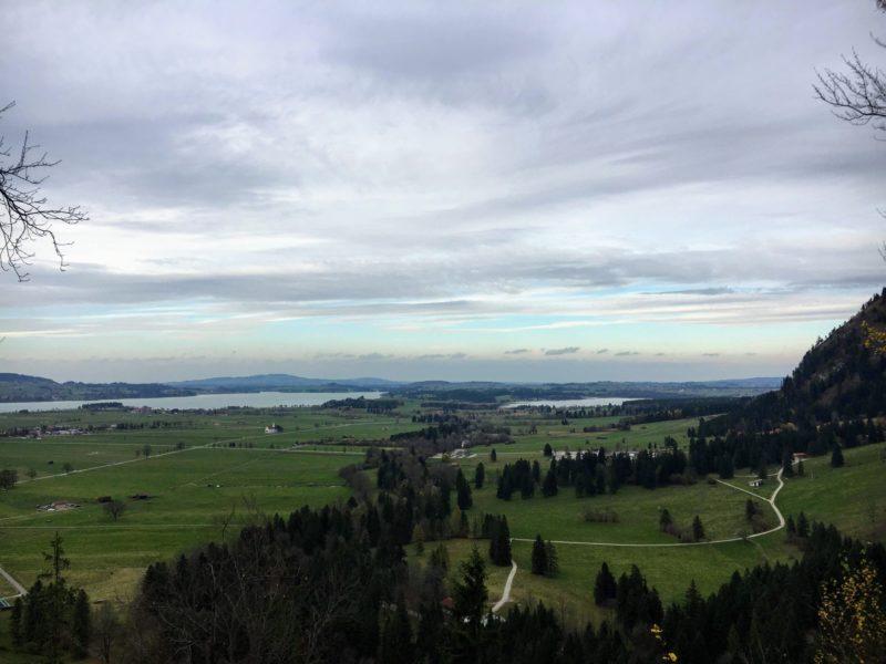 ノイシュバンシュタイン城へ徒歩で向かう途中の景色