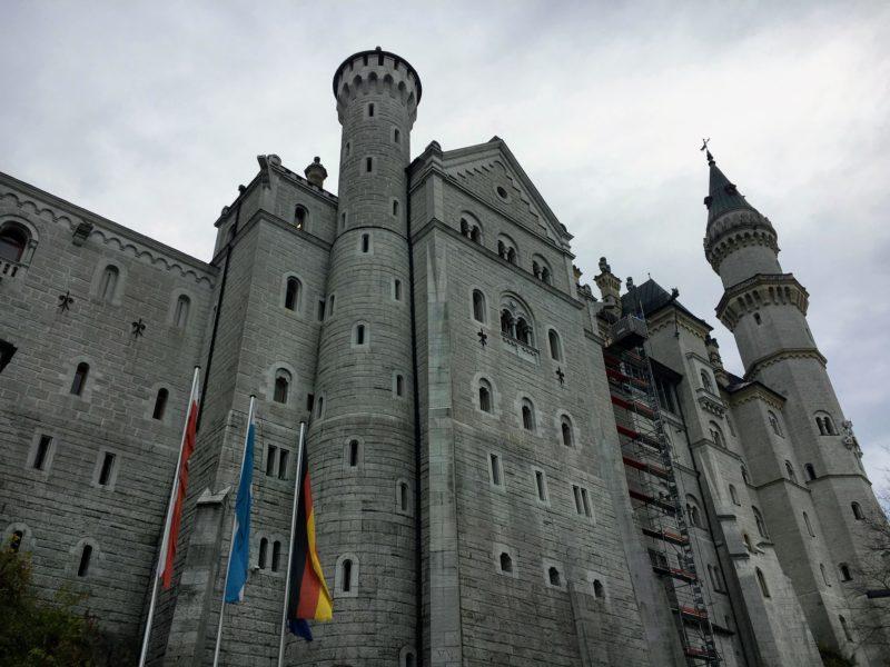 直近で見るノイシュヴァンシュタイン城