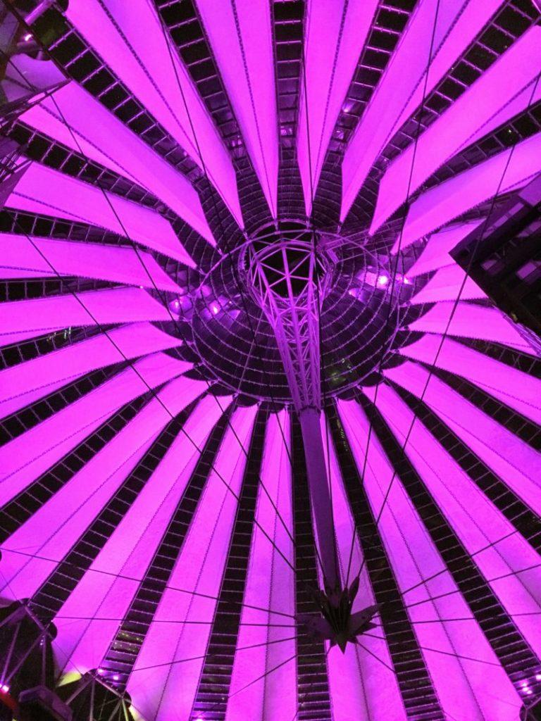 ベルリンのソニーセンターのピンクカラー