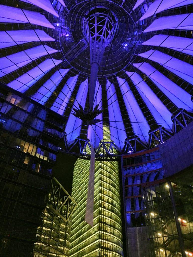 ベルリンのソニーセンターの青カラー