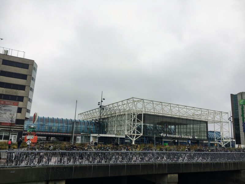 アムステルダム駅前の自転車