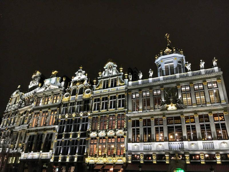ベルギーのグランプラスのライトアップ