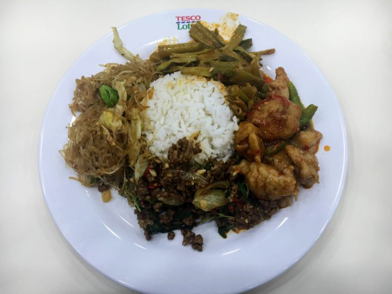 テスコ ロータス エクストラ ラマ4世店フードコートの食事