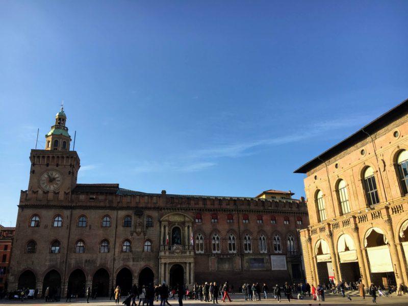 ボローニャ市庁舎とコムナーレ宮