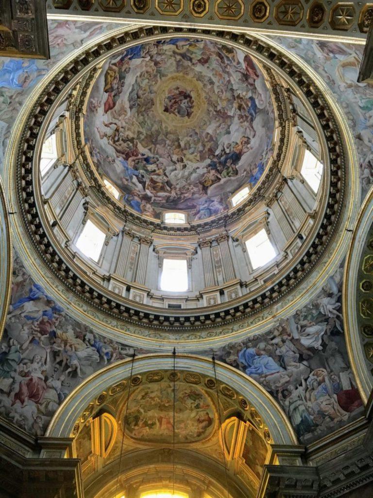 ナポリのサン・ジェンナーロ礼拝堂内部