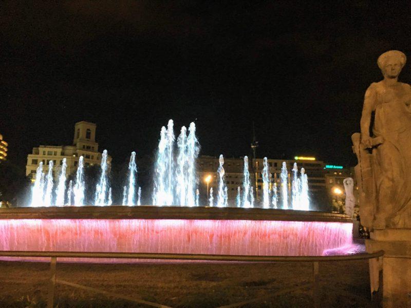 カタルーニャ広場の噴水