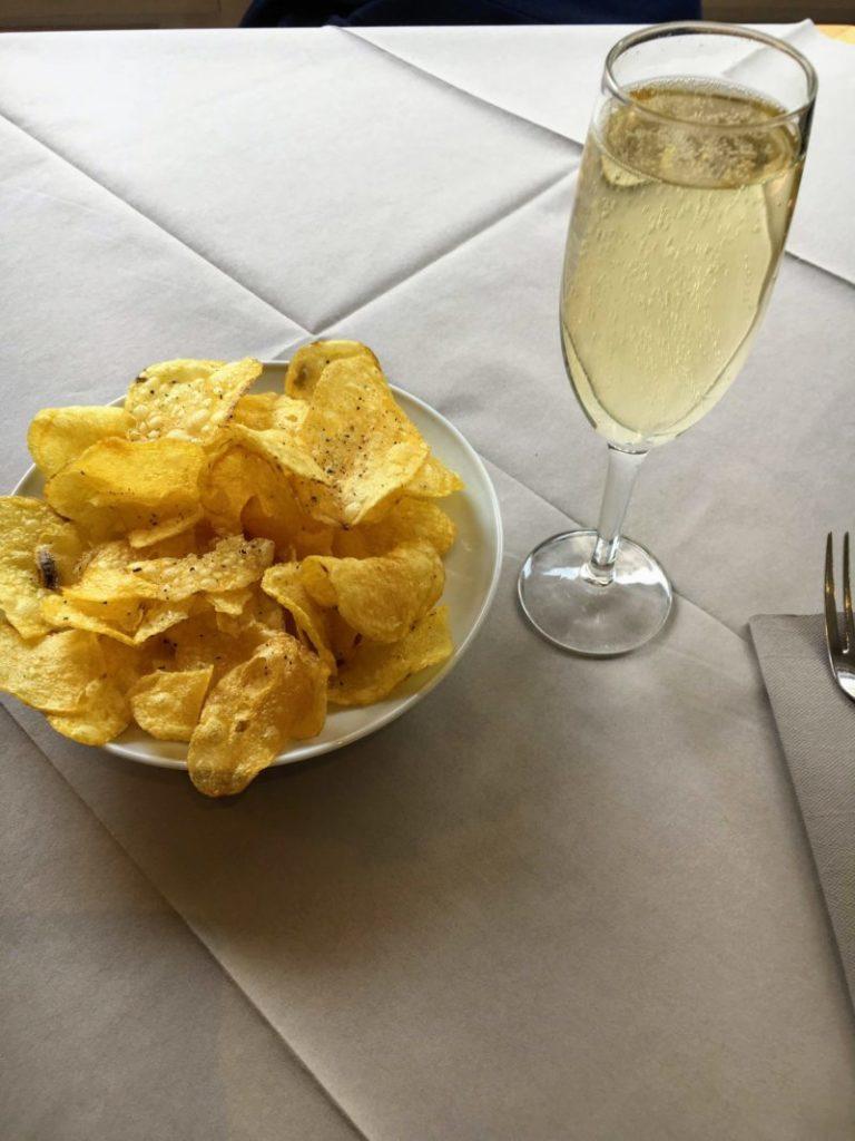シャンパンとポテトチップス
