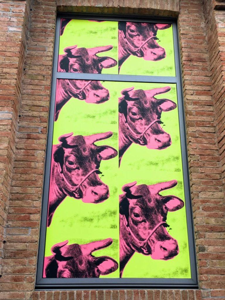 バルセロナフォーラムにある牛のイラスト画