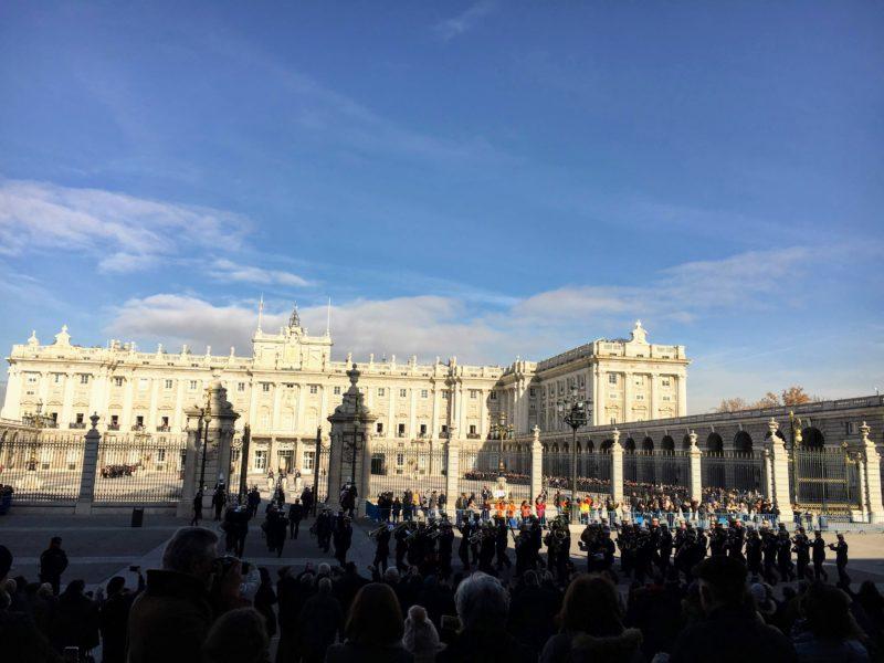 マドリード王宮衛兵隊の交代式と行進