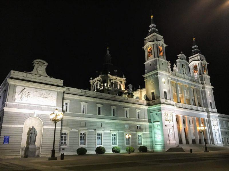 王宮側から見たアルムデナ大聖堂のライトアップ
