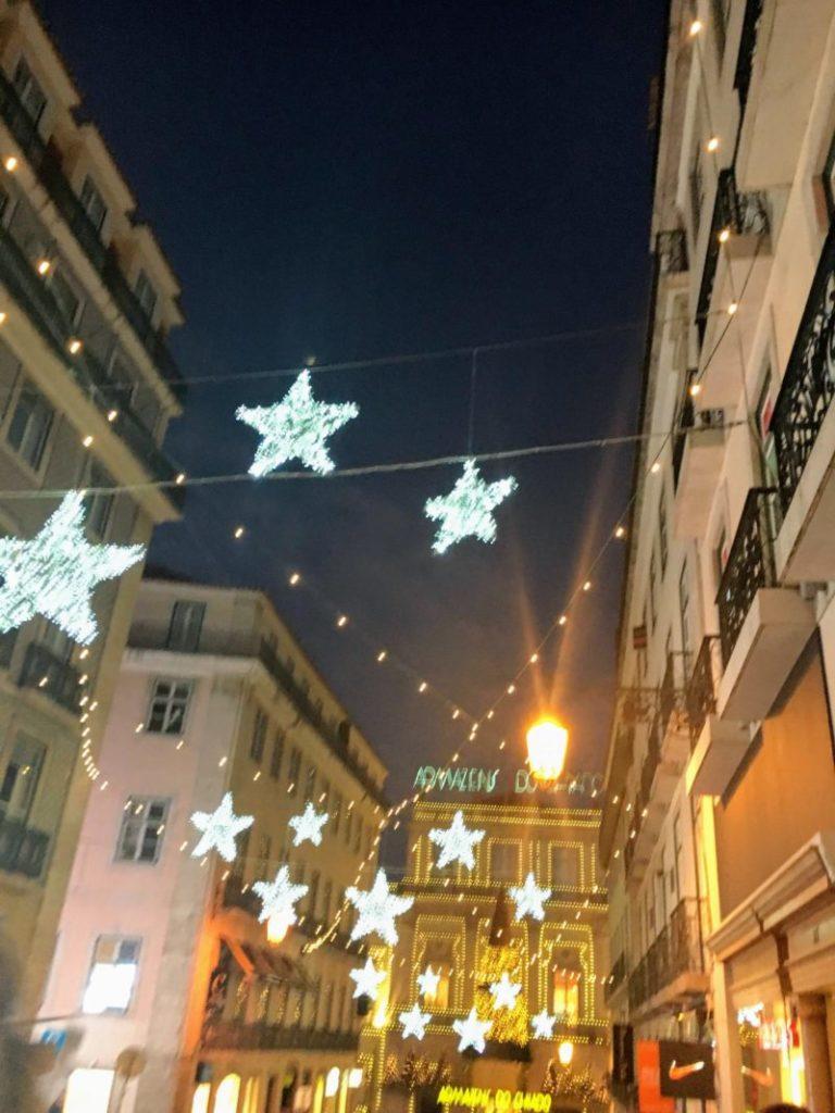リスボンの通りのイルミネーション