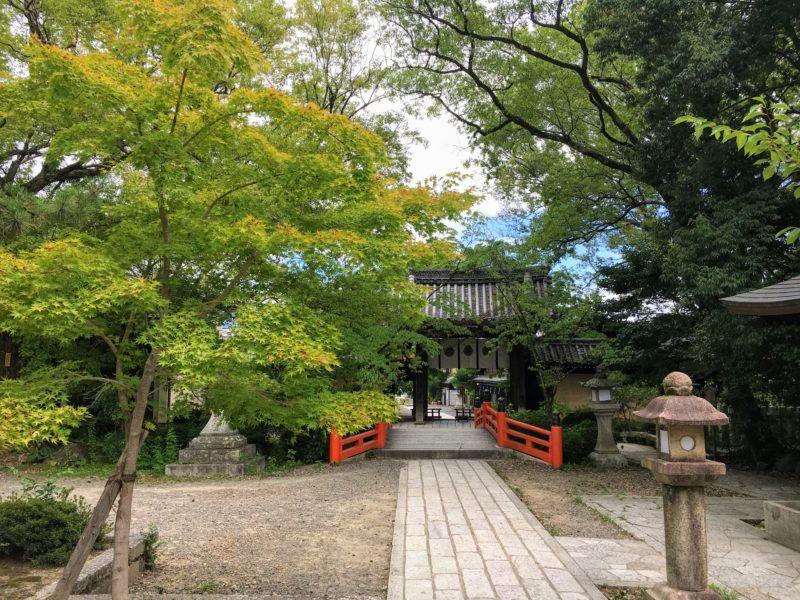 今宮神社の神橋と東門