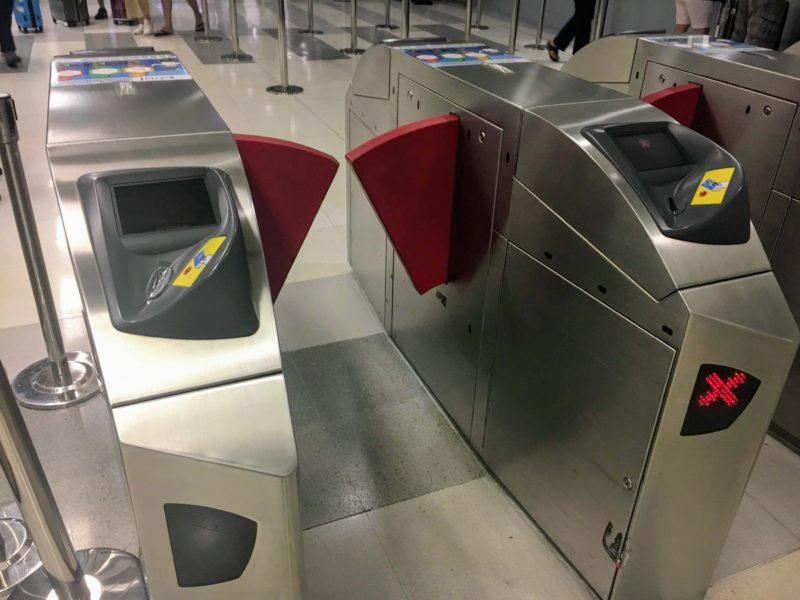 スワンナプーム国際空港の電車改札機