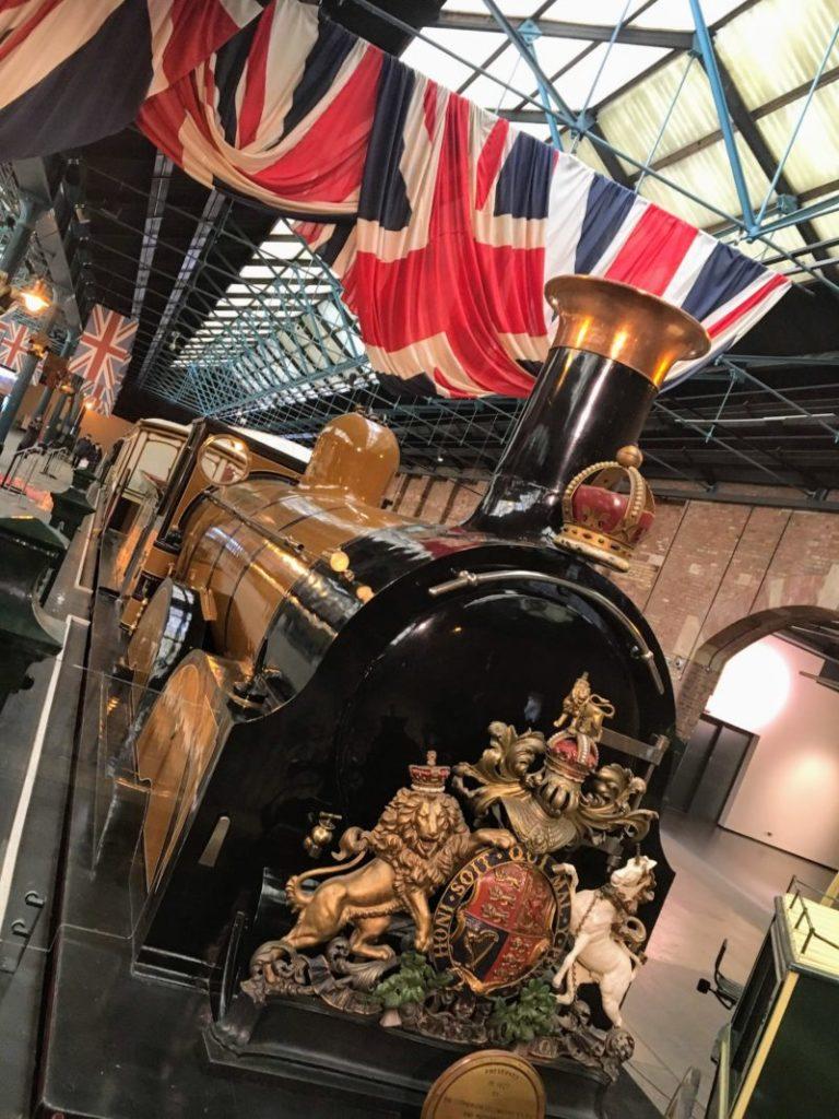 イギリス国立鉄道博物館内の鉄道車両