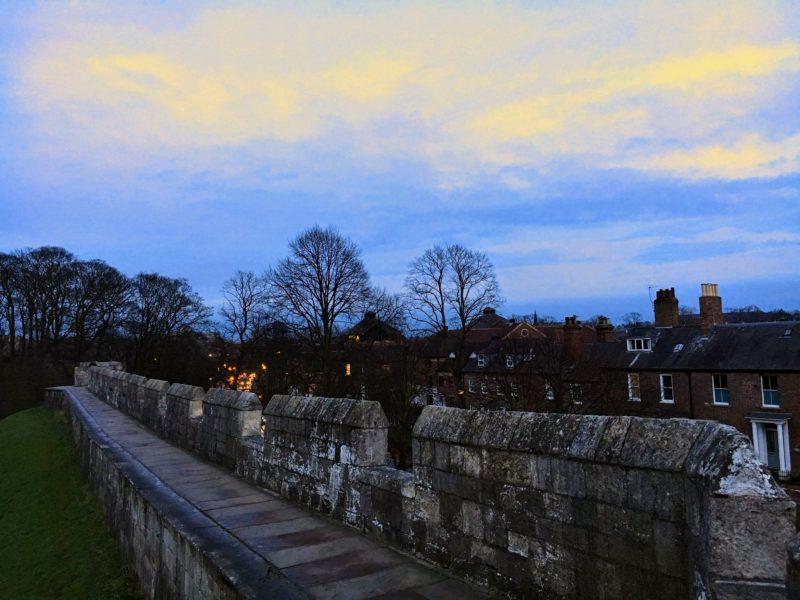 ヨークの城壁沿い