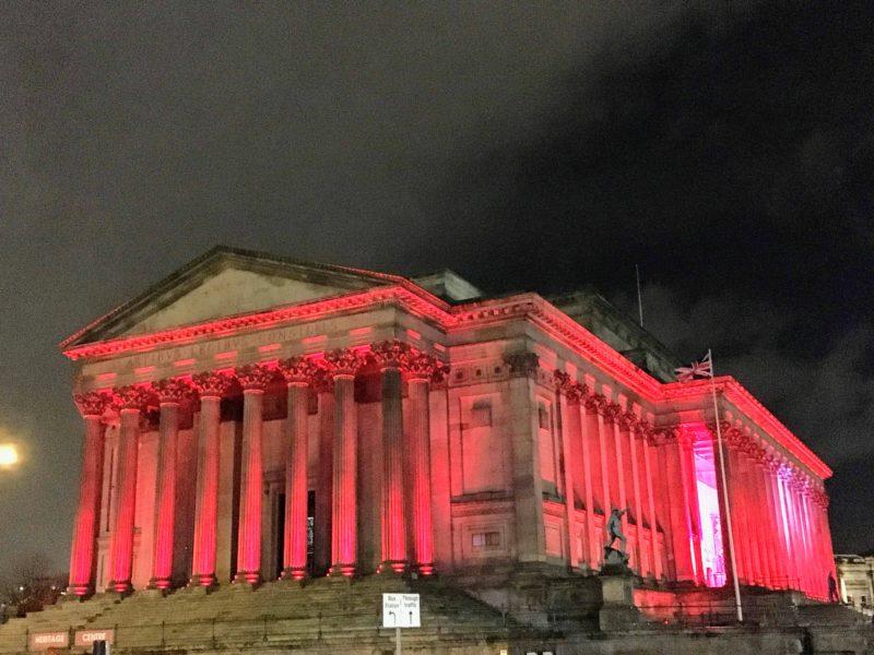 セント・ジョージ・ホールのライトアップ