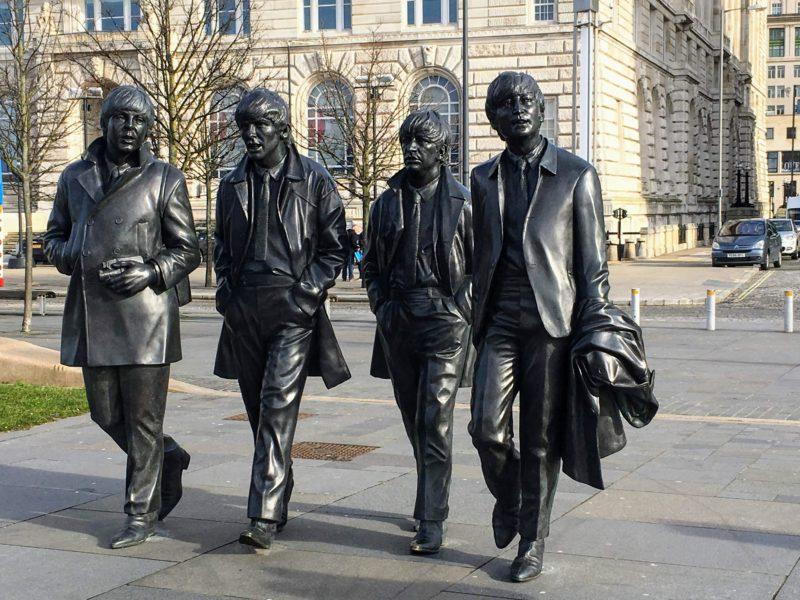 ビートルズ像・記念碑