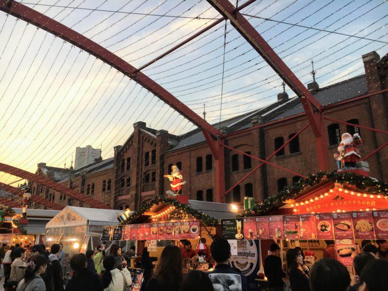 横浜赤レンガ倉庫のクリスマスマーケットのヒュッテ