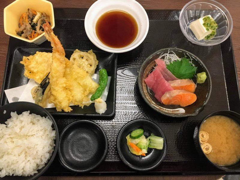 楽スパ鶴見の天ぷらとお刺身定食