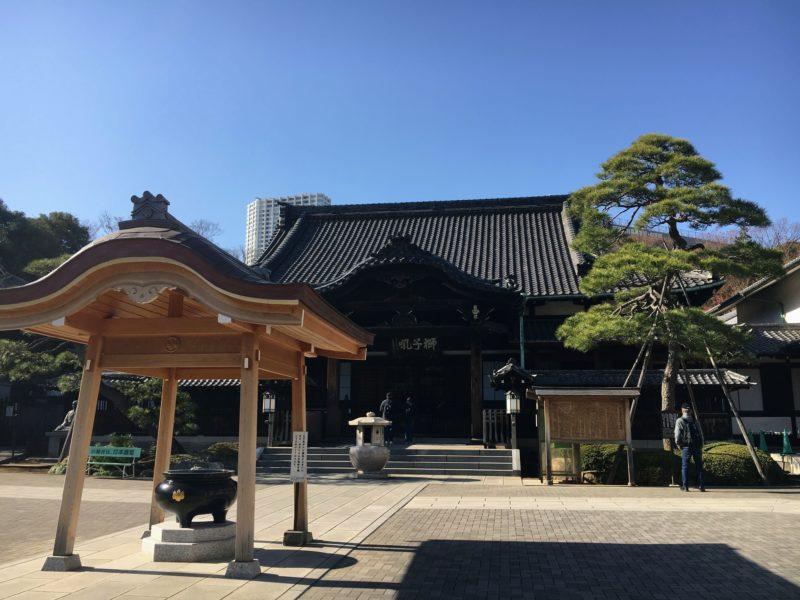 泉岳寺本堂前の香炉