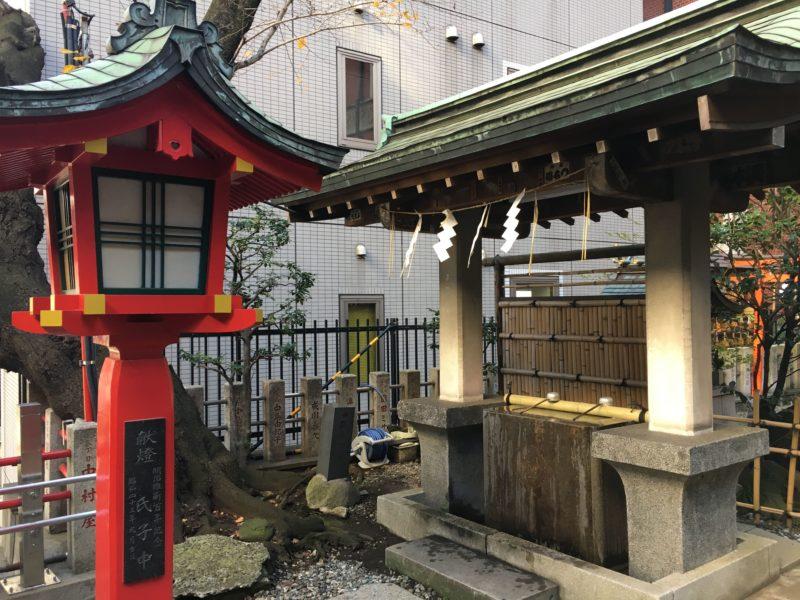 三田春日神社の手水車