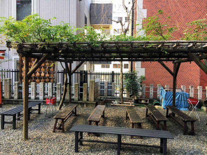 三田春日神社の休憩所