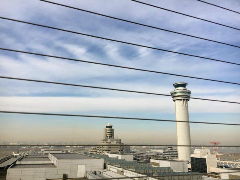 6Fの展望デッキから見える管制塔