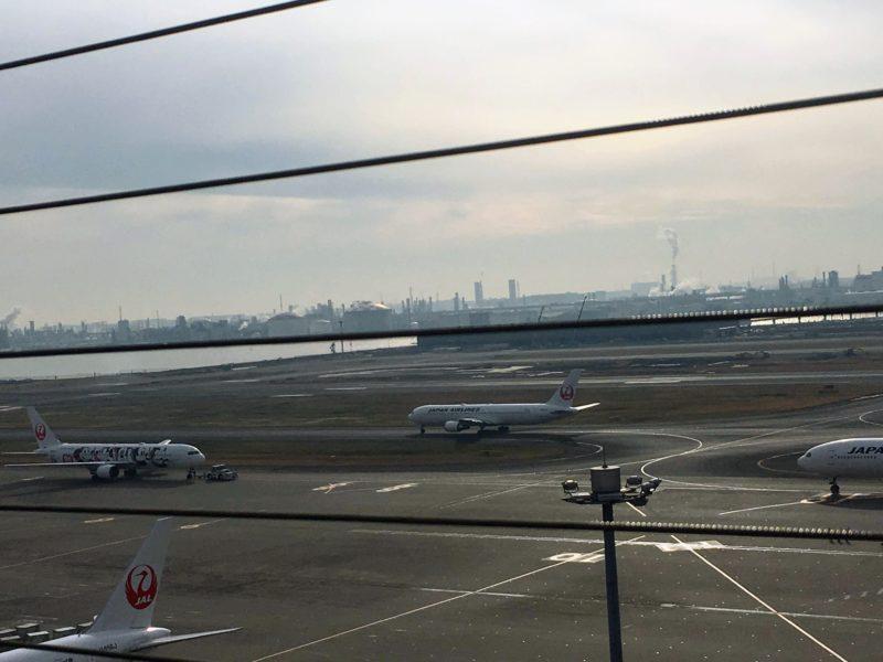 羽田空港屋上から見える飛行機