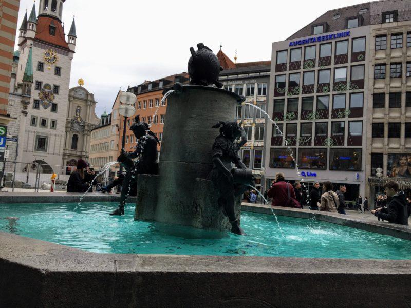 ミュンヘンのマリエン広場の噴水