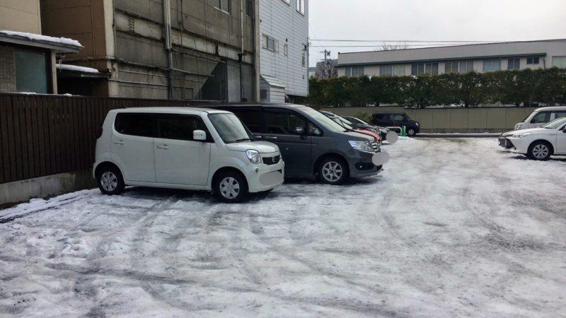 天童ハウスの駐車場