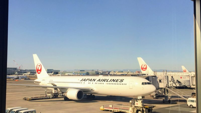 羽田空港第1ターミナルパワーラウンジサウスから見える飛行機