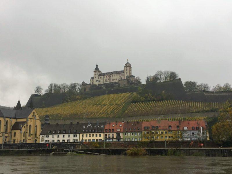 高台に望むマリエンベルク要塞