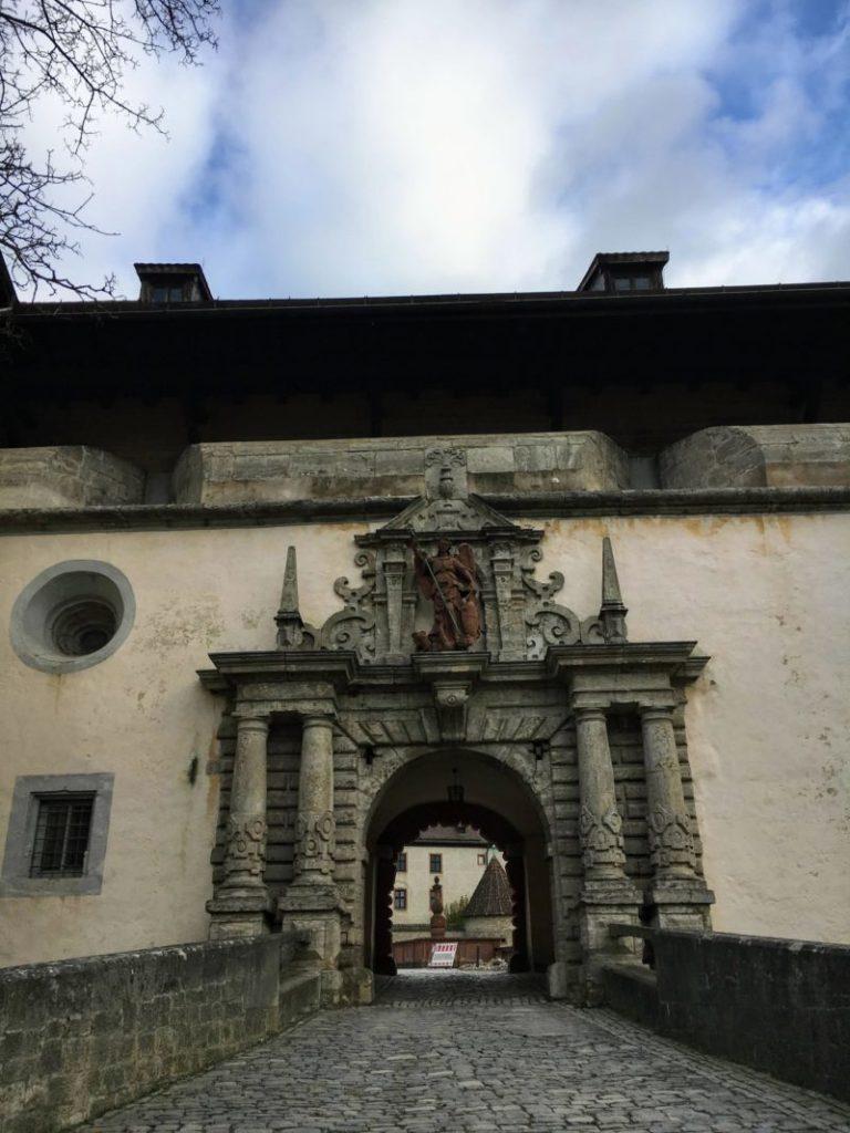 マリエンベルク要塞広場への門