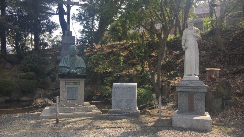 プティジャン司教像,韓国からの碑,聖ヨハネ・パウロ2世教皇胸像,十字架,ポワリエ神父の墓