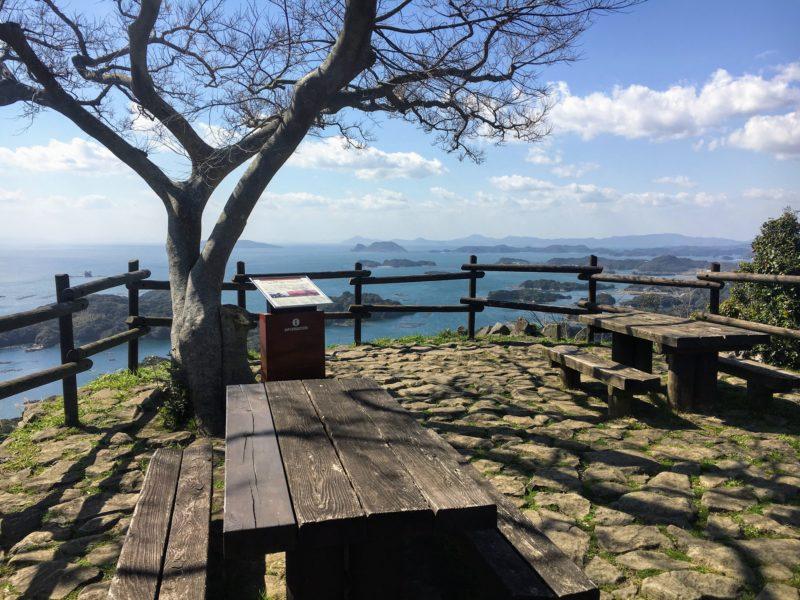 石岳展望台とテーブルと椅子