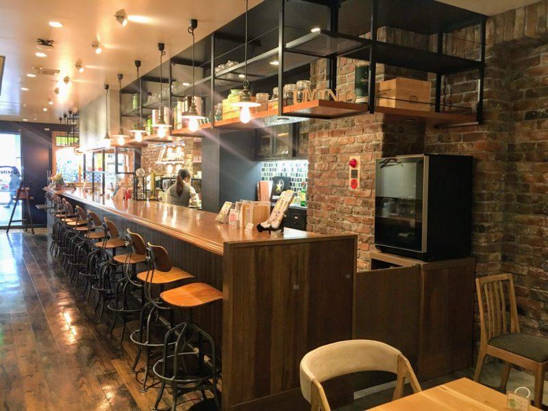 cafe Uminoのバーカウンター