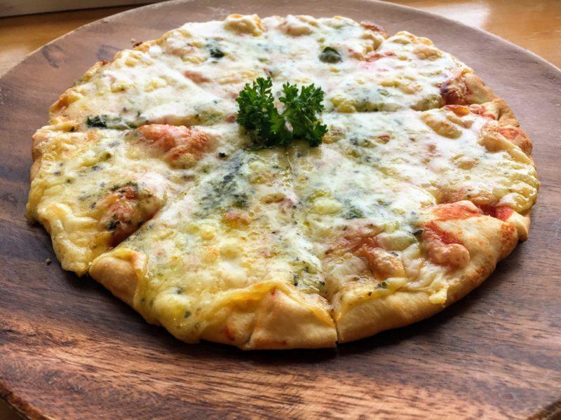 Cafeノアのピザ