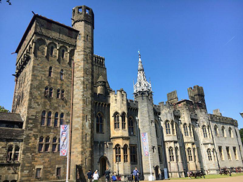 キャッスルアパートメンツ(Castle Apartments)