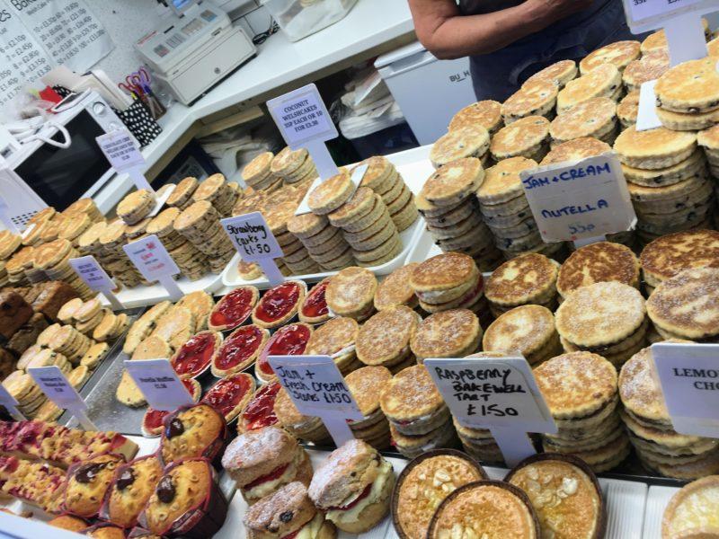 カーディフマーケット(Cardiff Central Market Marchnad Caerdydd)にあるウェールズケーキ(Wals Cake)のお店。Cardiff Bakestones