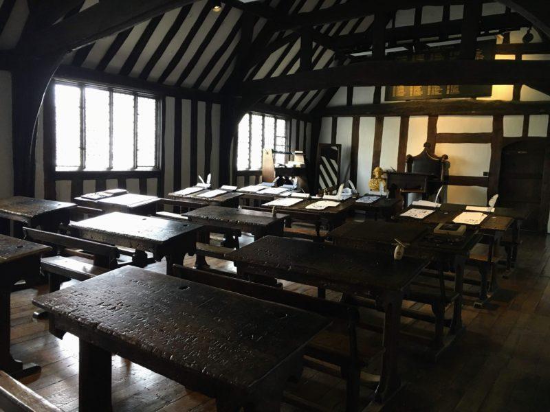 シェイクスピアのスクールルーム&ギルドホール(Shakespeare's Schoolroom & Guildhall)内部の教室