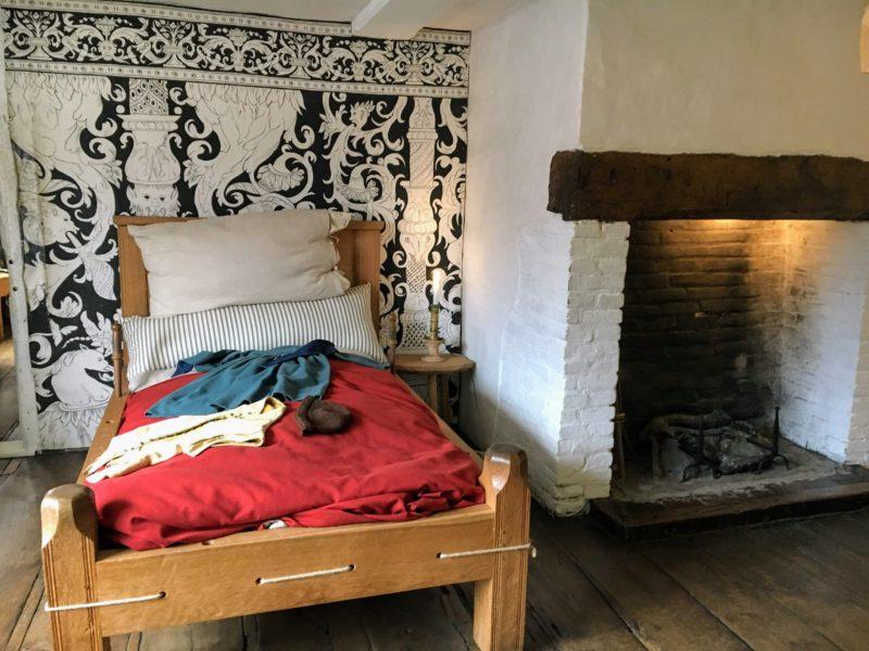 シェイクスピアの生家(Shakespeare's Birthplace)の中のベッド