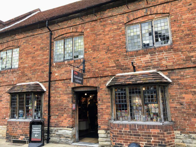 シェイクスピアセンター隣接のギフト/ブックショップ(Shakespeare Gift/Bookshop)